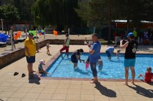 FPT Summer School 2016_Kids were enjoying swimming in pool
